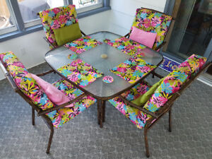 GLASS TOP PATIO TABLE & 4 CHAIRS