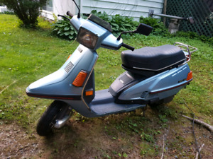 1983 YAMAHA RIVA SCOOTER  BLUE