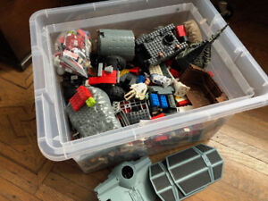 BIG LOT OF LEGO! PIECES FROM MANY DIFFERENT KITS!