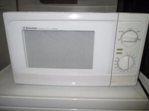 Microwave Oven - Emerson 900W