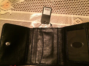 Selling 3 different GUESS brand wallets West Island Greater Montréal image 8