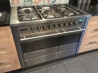 Tecnik dual fuel range cooker / grill and 5 gas hobs.