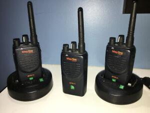 MagOne  Motorola BPR40 Walkie Talkie Set