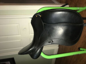 Triumph dressage  schleese saddle