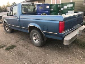 1992 Ford F-150 XLT Pickup Truck