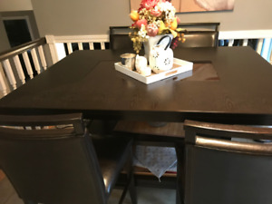 7 Piece Pub Table Set - Excellent Condition