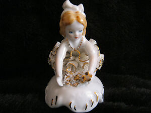Porcelain figurine: girl with flowers (lace, gold trim)