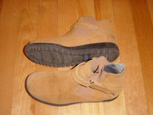 Women non marking soles shoes (KEDS BRAND) size 8US (Camel)