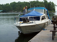 25' Chris Craft Express Cuiser - Excellent conditionWith Trailer