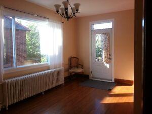 Grande Chambre ensoleillée avec balcon à 1 min de l'Udem