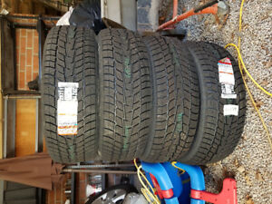 Brand new tires never installed motomaster winter edge235/65r17
