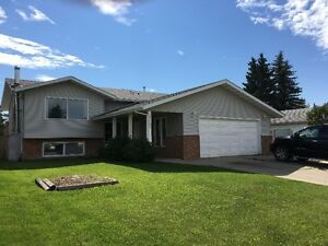 Families Preferred! 4 Bed 3 Bath Bi-Level in NW Edm. (Avail Aug)
