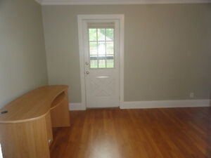 "Fanshawe Students - ""All Inc"" Main Fl Bedroom Close to Downtown"