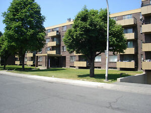 VILLE ST-LAURENT, 1 & 2 CHAMBRES RENOVES