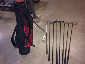 Junior LH Golf Set with Bag and Glove, T's and Golf Balls.