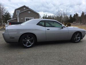 2013 Dodge Challenger SXT Coupe Like New!