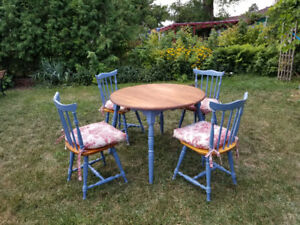 Beautiful dining table & chairs