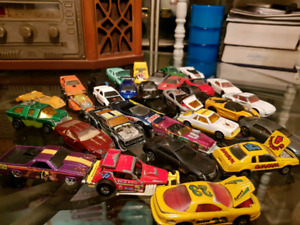 VINTAGE DINKY CAR HOTWHEELS LOT 32 in TOTAL  MOVING PARTS TOO!