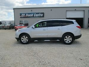 2009 Chevrolet Traverse 2LT GFX Lthr Roof Bluetooth 3rd Row AWD