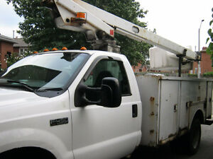 1999 Ford  Bucket Truck for Fix or Parts