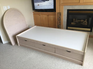 Bedroom furniture set for sale. Great condition!