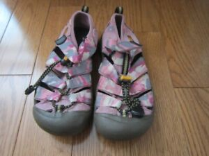 Keen Size 1 Children Size - pink camoflage
