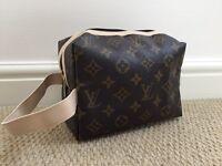 New Louis Vuitton Ladies Make Up Bag / Men's Wash Bag - CAN POST