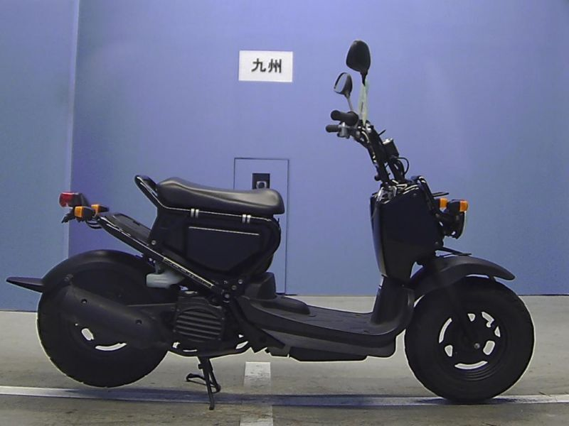 2006 honda zoomer 50 black fresh from japan only 1000. Black Bedroom Furniture Sets. Home Design Ideas