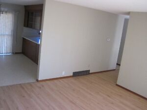Richmond Heights, Main floor 3bed! Avail March 1st