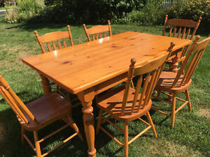 Mennonite Made Pine Table and 6 Chairs