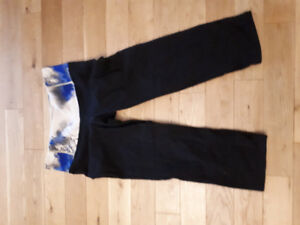 Lululemon Size 8 capris. Wide waist band in blue/white/grey