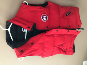 Authentic Canada Goose Women's Vest size Small