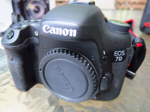 Canon 7D body almost new, with Canon bag and original box