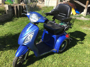3 wheel electric scooter in mint condition Belleville Belleville Area image 3
