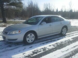 2010 Chevrolet Impala Sedan !! SUPER LOW KMS !!