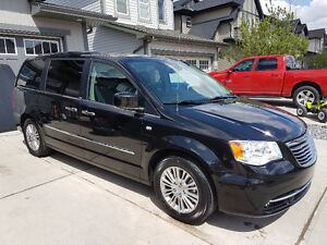 2014 Chrysler Town & Country 30th anniversary touring L