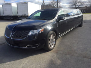 2014 Lincoln MKT Limousine y Royale Coach