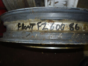 GOOD FRONT RIM WITH DISC FOR A YAMAHA FZ600  1986