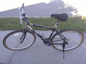 Giant Cypress Hybrid bike -excellent condition