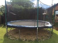 14 FOOT TRAMPOLINE WITH NETTING