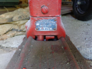 Vintage car and truck long reach jack