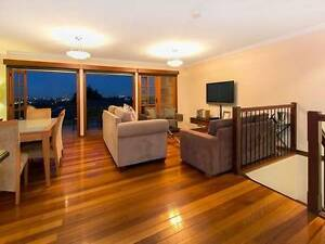 Bedroom for rent in a fully furnished townhouse with city view Greenslopes Brisbane South West Preview
