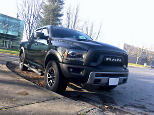 2016 RAM 1500 black REBEL  4x4 75000kms