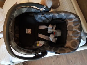 Brand New Condition Peg Perego Baby Car Seat and Base