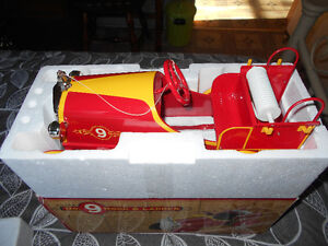 "JOUET «RARE» PEDAL CAR 15"" LONG. FIRE CHIEF NEUF»"