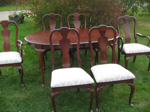 KROEHLER DINING TABLE AND SIX CHAIRS Kawartha Lakes Peterborough Area image 1