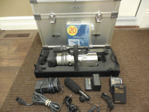 FOR SALE: Sony VX2000  Semi Pro Video Cam.