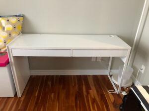 Bureau, lampe et chaise Ikea