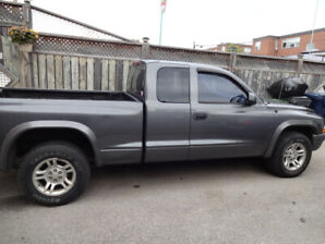 2003 dodge  dakota pick up truck no rust low km great on gas