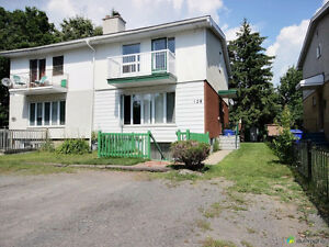 7 bedroom, rooming house, Hull, VERY CENTRAL.